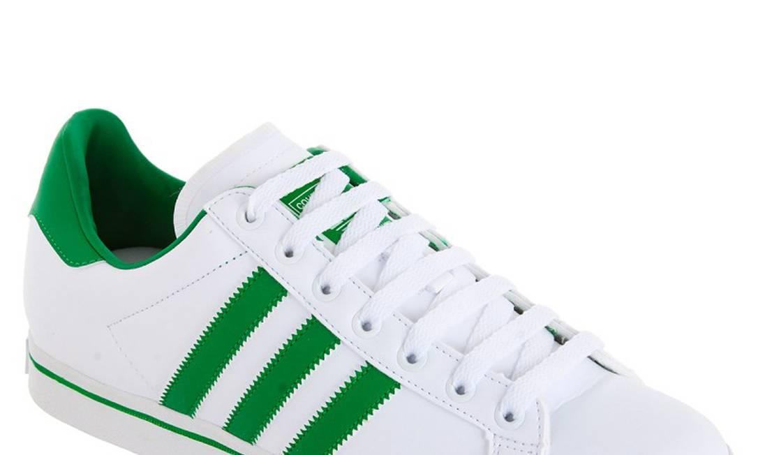 O preço do Adidas Court Star cai de R$ 199,99 para R$ 129,90 Divulgação