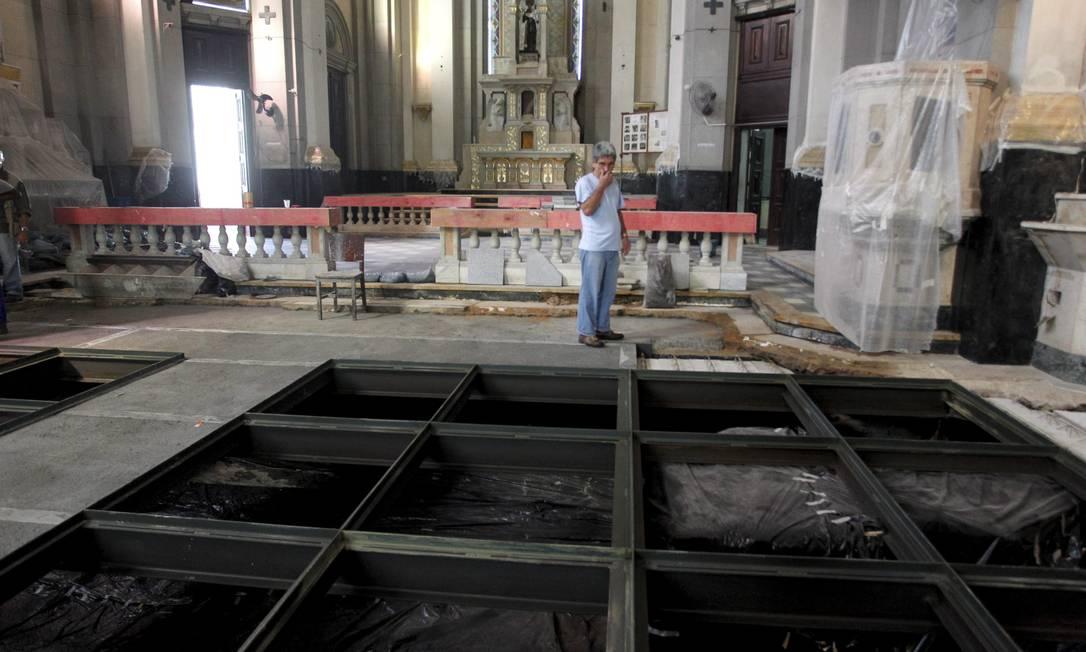 A Paróquia de Santo Antônio dos Pobres, na Rua dos Inválidos, que também foi inundada Custódio Coimbra / O Globo
