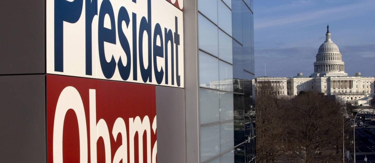 O Newseum, vizinho do Capitólio, saúda Obama Foto: Jacquelyn Martin / AP