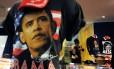 Camisetas com imagens do presidente Barack Obama e da primeira-dama Michelle Obama nas lojas de suvenires de Washington