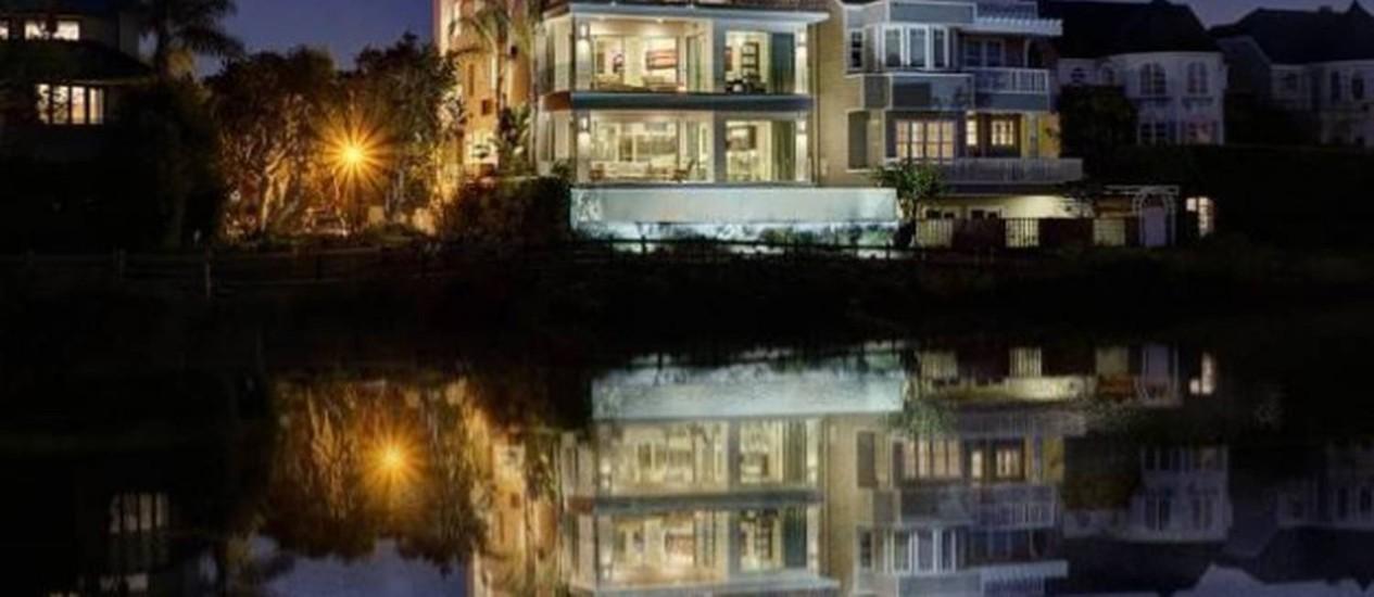 Mansão de Van Damme na Califórnia tem oito lareiras e elevador Foto: Reprodução internet