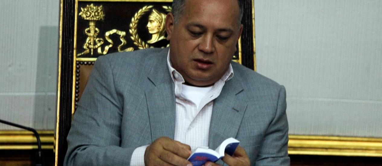 """Presidente da Assembleia Nacional da Venezuela, Diosdado Cabello, manda recado à oposição para """"não se queimarem"""" Foto: Fernando Llano / AP"""