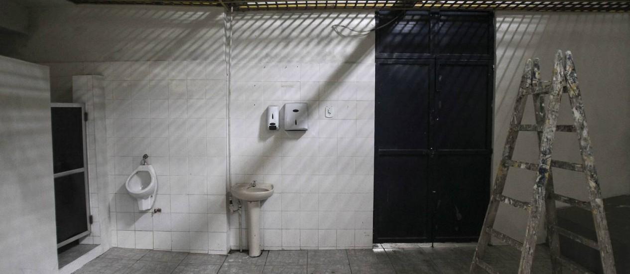 Vestiário do time visitante no estádio Conselheiro Galvão, do Madureira Foto: Alexandre Cassiano / O Globo