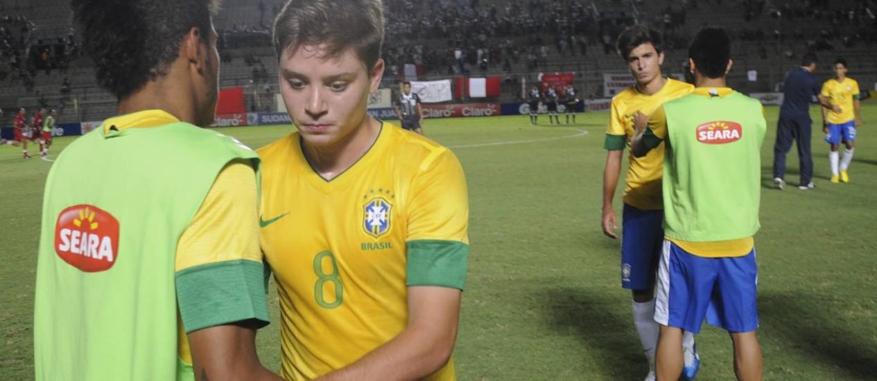 O meia Adryan, do Flamengo, após a derrota para o Peru. Seleção foi eliminada pela primeira vez desde 1971 Foto: Marcos Garcia / AP