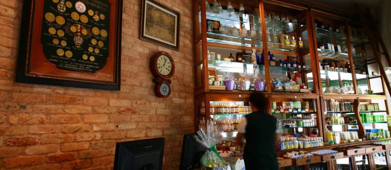 Acervo de antiguidades da família do fundador da Granado (na foto, loja do Leblon) inspira repaginação Foto: André Coelho