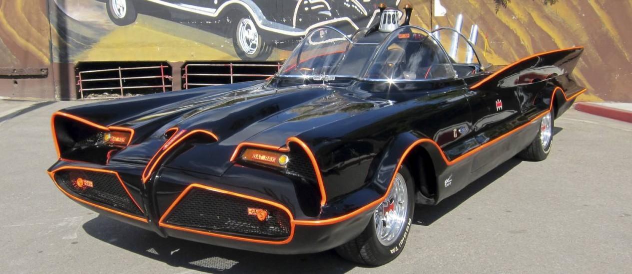 O primeiro Batmóvel da série de TV tem permissão para rodar nas ruas Foto: AP