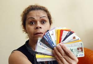 Fátima Gomes de Melo não conseguia mais pagar os cartões de crédito nem um empréstimo consignado que tinha feito para viajar Foto: Eliaria Andrade / Agência O Globo