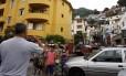 Grupo de turistas registra com fotos a chegada ao Dona Marta