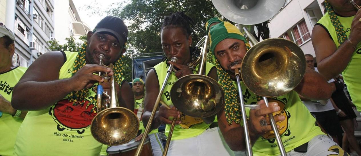 Em Copacabana. Os músicos do Boca Maldita animaram os foliões Foto: Márcio Alves / Agência O Globo