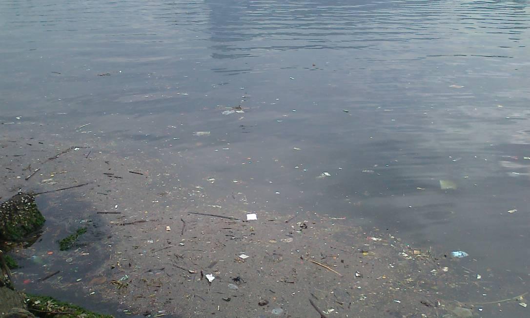 Esgoto é despejado na Baía de Guanabara no bairro da Urca, Zona Sul do Rio. Volume de dejetos é maior quando chove, diz leitor Foto do leitor João Paulo Araújo / Eu-Repórter