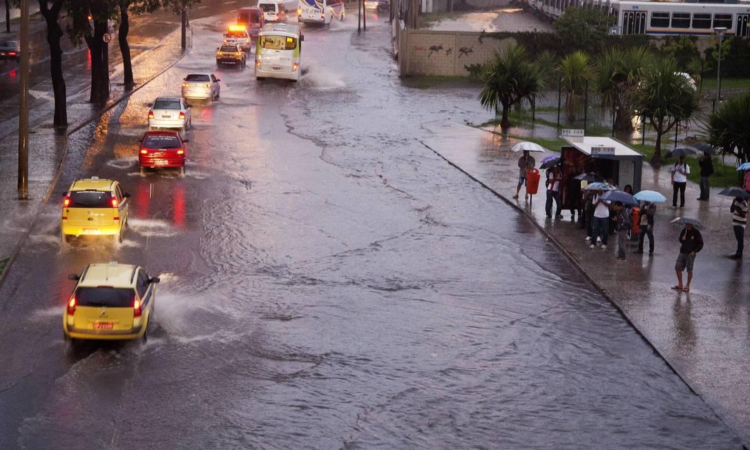 Trecho da Avenida Presidente Vargas, na altura da Cidade Nova, sentido Zona Norte O Globo / Fernando Quevedo