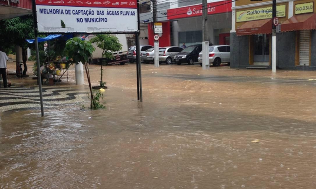 Niterói também sofre com a chuva. O Ingá, na Zona Sul da cidade, foi um dos bairros mais atingidos. Área está recebendo obras para melhoria da captação das águas pluviais Foto da leitora Fernanda / Eu-Repórter
