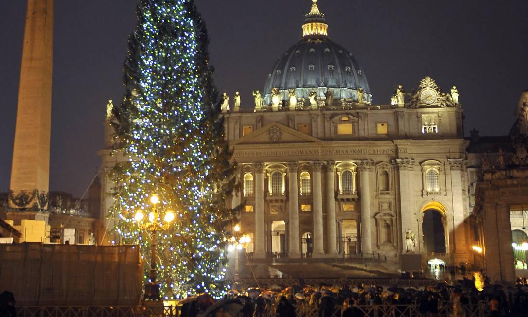 Basílica de São Pedro, no Vaticano, durante o Natal Foto: ANDREAS SOLARO / AFP