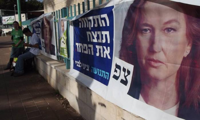 Movimentação de eleitores em seção eleitoral em Tel Aviv, pesquisas apontam vitória do atual primeiro-ministro DANIELA KRESCH / Agência O Globo
