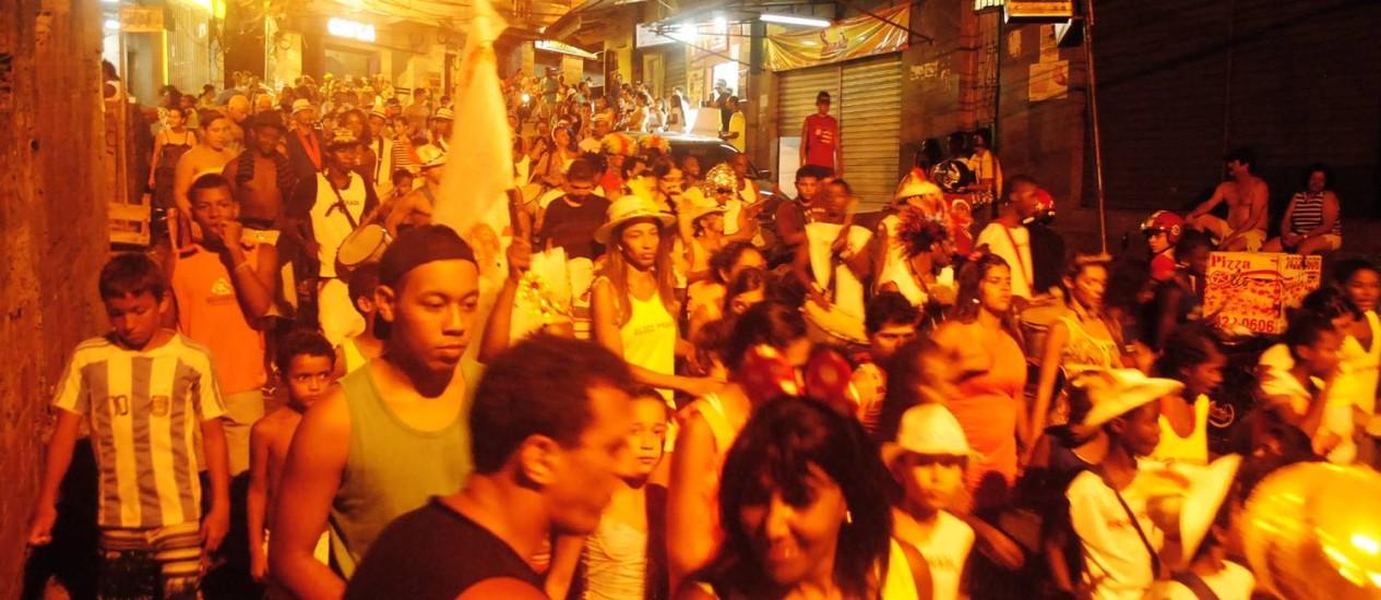 Sete blocos desfilam na Rocinha com autorização da Riotur em 2013 Foto: Divulgação / Arquivo Pragradar