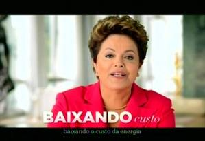 A presidente Dilma, no pronunciamento na TV: redução imediata Foto: Jorge William