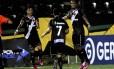 Bernardo, Éder Luís (7) e Carlos Alberto comemora segundo gol do Vasco