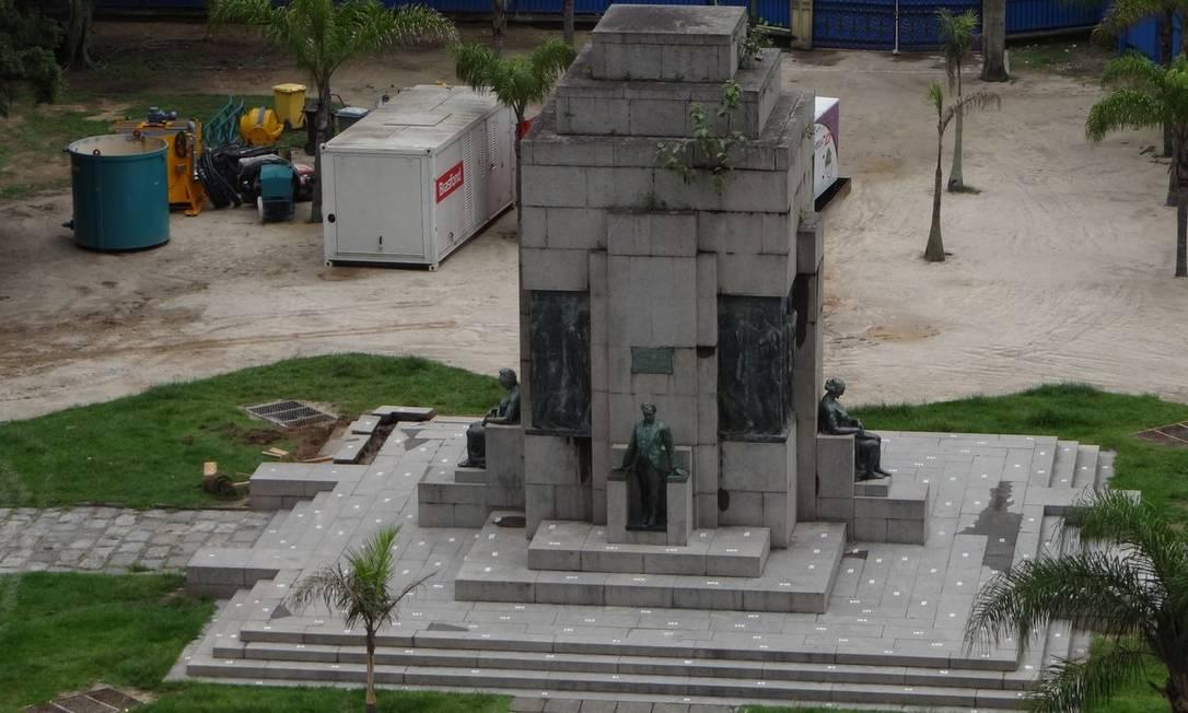 Monumento da Praça Nossa Senhora da Paz foi erguido em 1931, com estátua em homenagem ao senador Pinheiro Machado, um dos ícones do republicanismo no país. Intervenção foi causada pelas obras para a criação da Linha 4 do Metrô Foto do leitor José Conde / Eu-Repórter