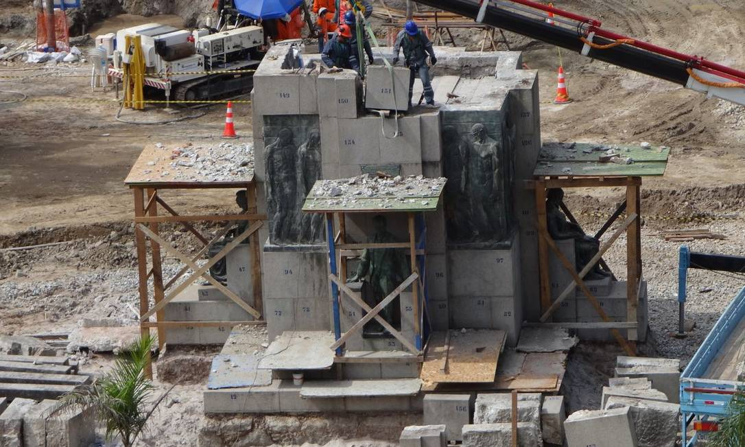 Antes da atual intervenção, a estátua de Pinheiro Machado já havia passado por manutenção em 2011 Foto do leitor José Conde / Eu-Repórter