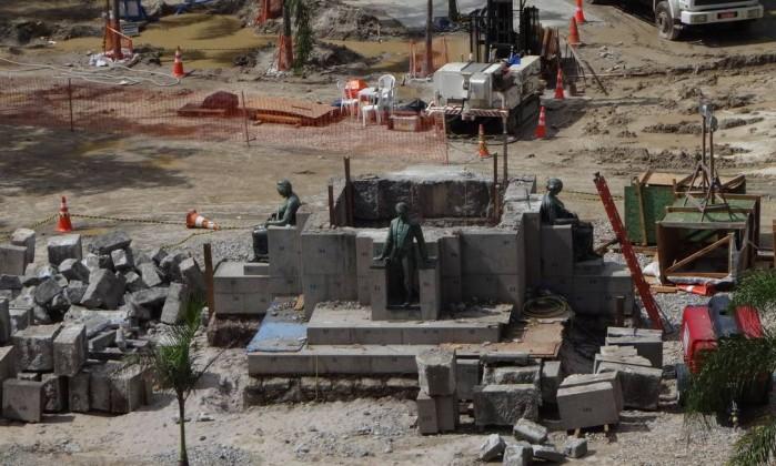 Segundo a prefeitura, as peças foram guardadas em um depósito e serão repostas após o término das obras do metrô Foto do leitor José Conde / Eu-Repórter