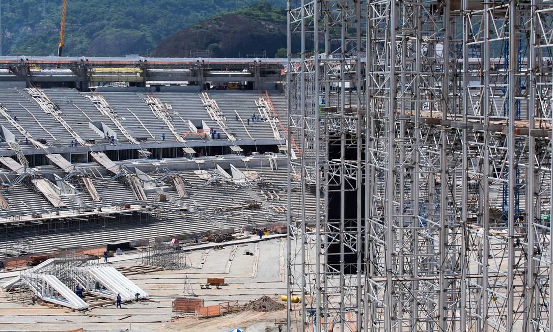 A entrega do Maracanã, que seria em dezembro, foi adiada para fevereiro e agora foi novamente remarcada para abril Divulgação Portal da Copa