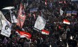 Egípcios protestam na Praça Tahrir, dois anos depois dos levantes que deram início à Primavera Árabe
