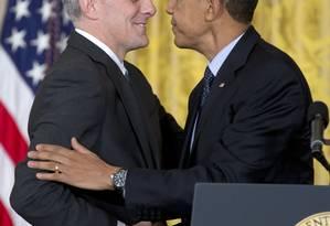 Presidente Obama aperta a mão do deputado Denis McDonough Foto: Carolyn Kaster / AP