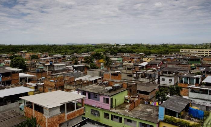 Visão de Vigário Geral, na Zona Norte, comunidade onde o AfroReggae cresceu Guito Moreto / O Globo