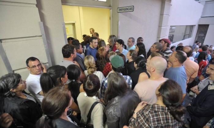 Familiares lotam emergências de hospitais à procura de informação sobre feridos Jean Pimentel / Agência RBS