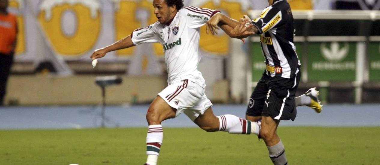 Weelington Nem e Bolívar marcaram os gols no clássico entre Fluminense e Botafogo Foto: Cezar Loureiro / Agência O Globo