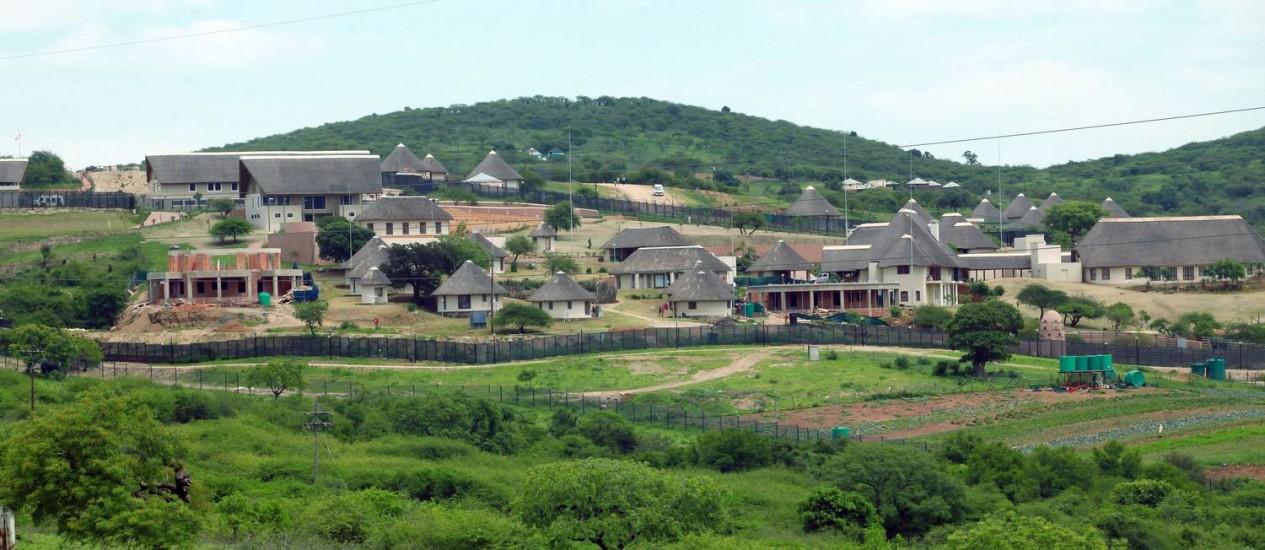 Foto tirada em novembro de 2012 da casa do presidente Jacob Zuma, em Nkandla, a 178 km de Durban Foto: RAJESH JANTILAL / AFP