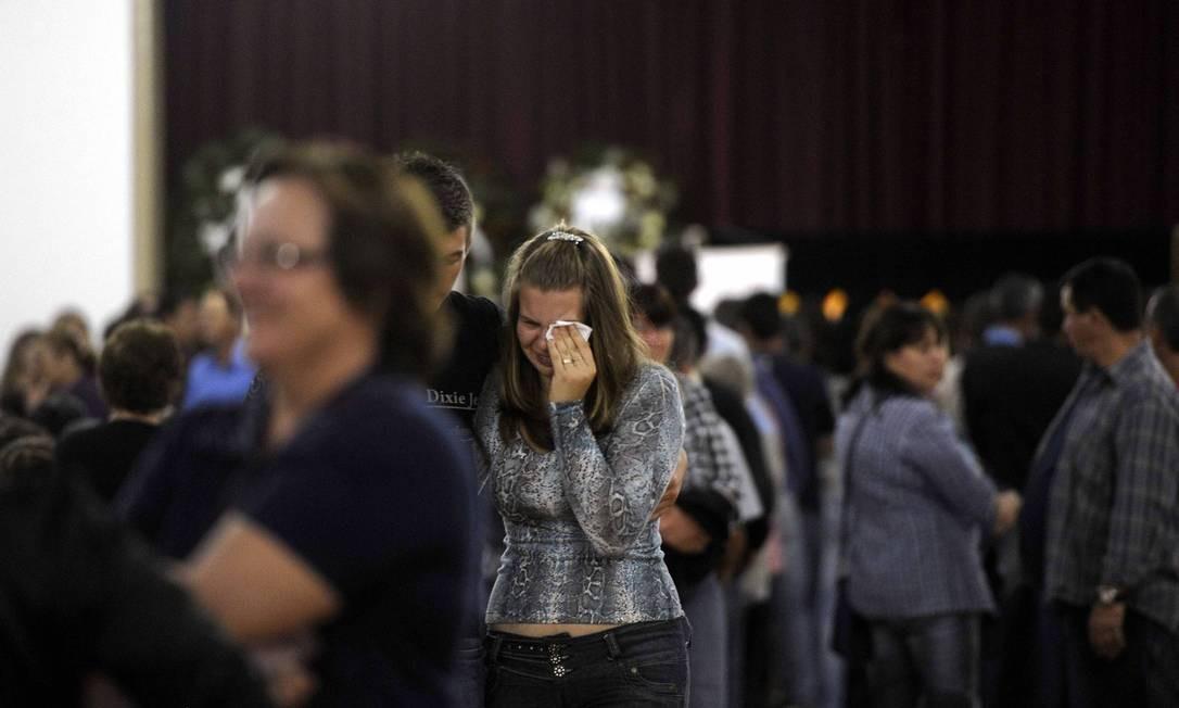 Cerca de 50 corpos devem ser enterrados nesta segunda-feira no cemitério da cidade Foto: Juan Barbosa / Agência RBS