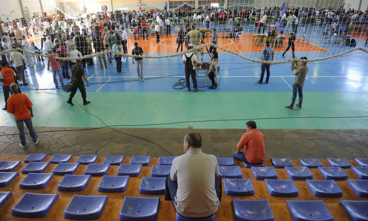 O clima é de muita tristeza no ginásio esportivo Foto: Adriana Franciosi / Agência RBS