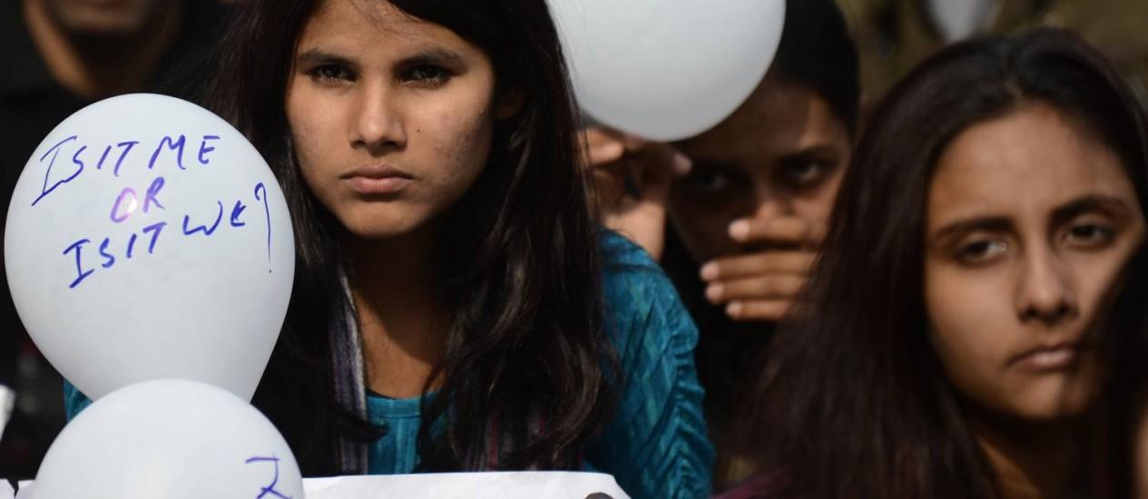 Indianos protestam contra o estupro coletivo que matou uma estudante em dezembro do ano passado Foto: SAJJAD HUSSAIN / AFP