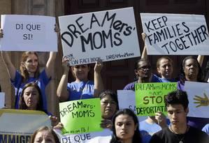 Ativistas fazem protesto em Miami pedindo reformas no sistema imigratório americano Foto: Alan Diaz / AP