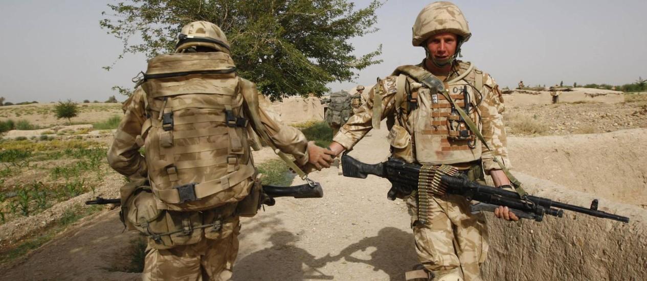 Militares britânicos em operação de vigília no Afeganistão Foto: AHMAD MASOOD / REUTERS