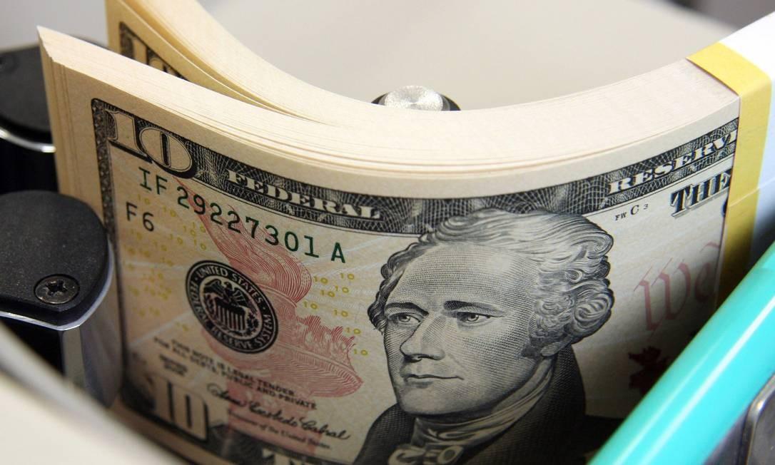 Na máxima do dia desta quinta-feira, o dólar foi negociado a R$ 2,455 e na mínima a R$ 2,434 Foto: Haruyoshi Yamaguchi/Bloomberg News