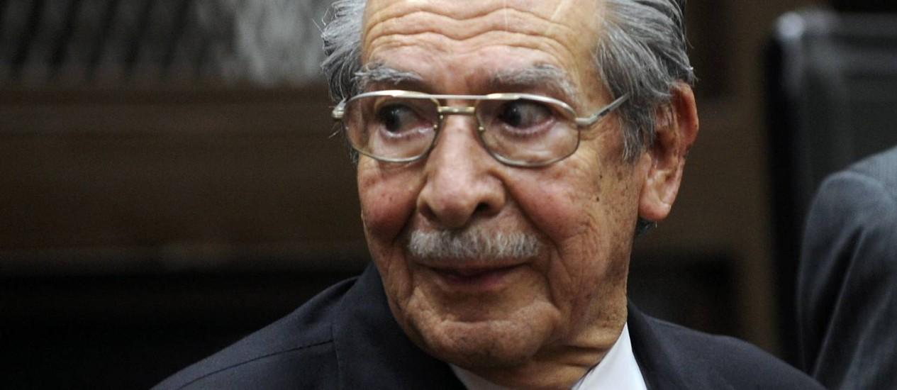 General da Guatemala Jose Efrain Rios Montt pode ser processado por crimes contra a humanidade - JOHAN ORDONEZ / AFP - GUATEMALA-JUSTICE-HUMAN-RIGTHS-RIOS-MONTT