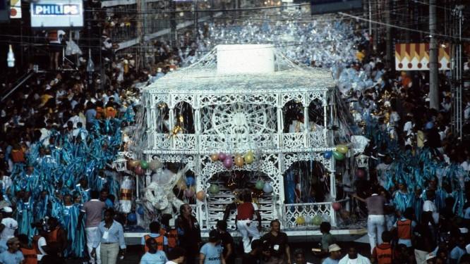 O abre-alas que a União da Ilha levou para a Avenida em 1982. Foto de 21/01/1982 Foto: Anibal Philot / Arquivo O Globo