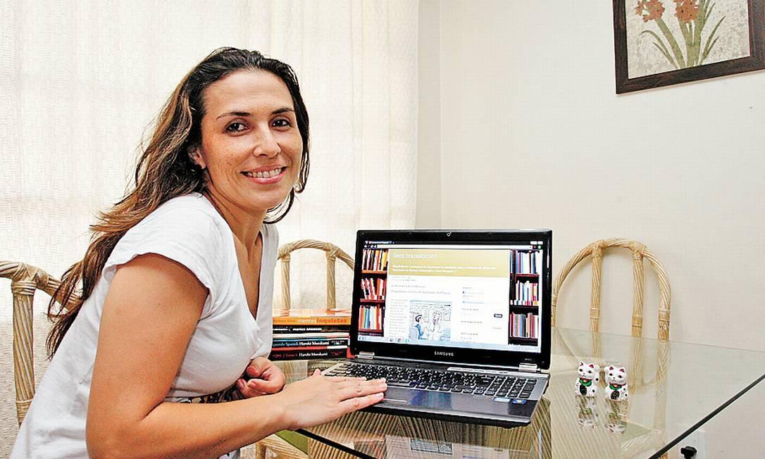 Coragem. Karen faz do blog um ponto de encontro e fonte de conforto para pessoas que sofrem com transtornos de ansiedade Foto: Márcio Alves