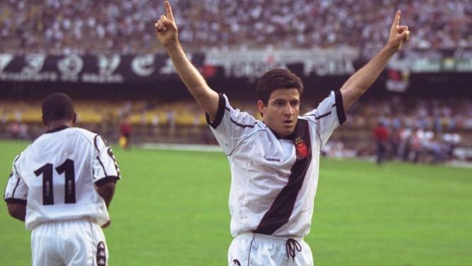 35b0e165cd Ramon comemora gol pelo Vasco no Brasileiro de 98 Foto  Marcelo Theobald    Arquivo O