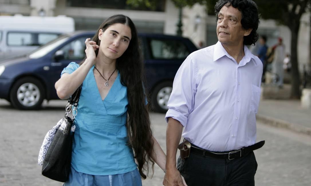 Yoani Sánchez ao lado de seu marido Reinaldo Escobar em Havana, em março de 2011 Foto: Javier Galeano / AP