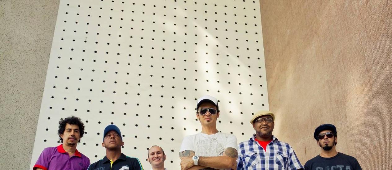 Nação Zumbi (foto) se junta ao Mundo Livre S/A em disco e turnê Foto: Terceiro / Divulgação/André Fofano