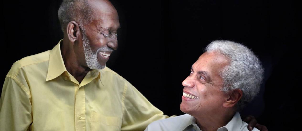 """Aos 88 anos, Nelson Sargento contempla o """"garoto"""" Paulinho da Viola, de 70: os dois farão participações especiais no Timoneiros Foto: Leonardo Aversa"""