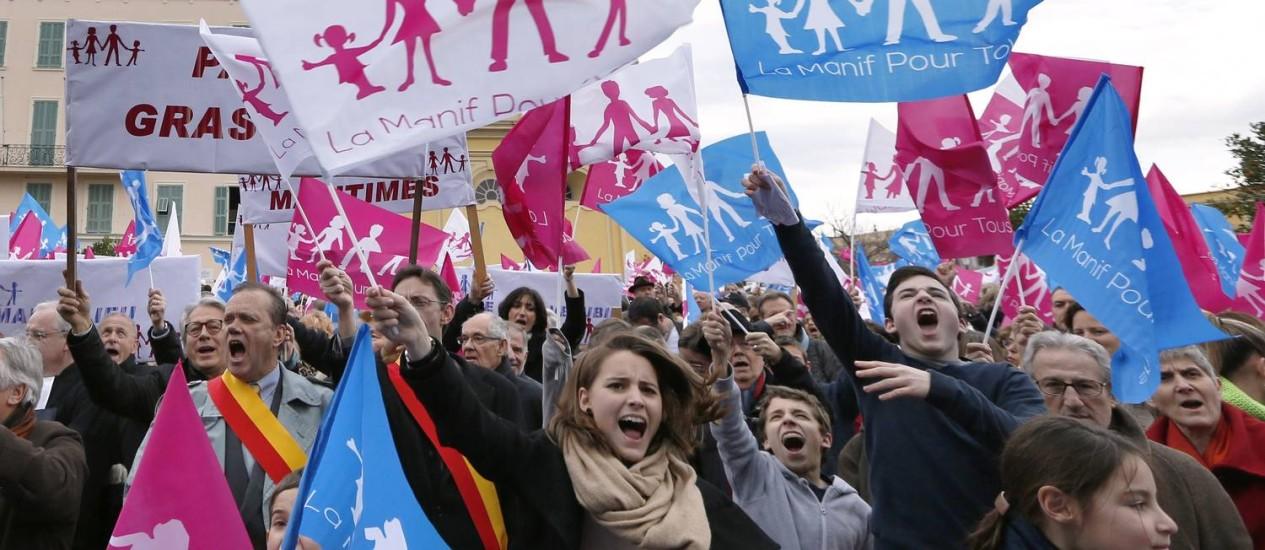 Milhares vão às ruas na França para protestar contra a legalização do casamento gay Foto: VALERY HACHE / AFP