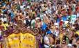 Multidão lota a Praia de Ipanema para o desfile do Simpatia