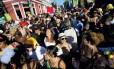 Prefeitura diz que não pode permitir comercialização da rua com cercas em blocos. Neste sábado, o Céu na Terra reuniu 7 mil em Santa Teresa