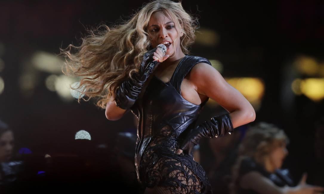 Beyoncé foi a principal atração do intervalo do Super Bowl Foto: AP