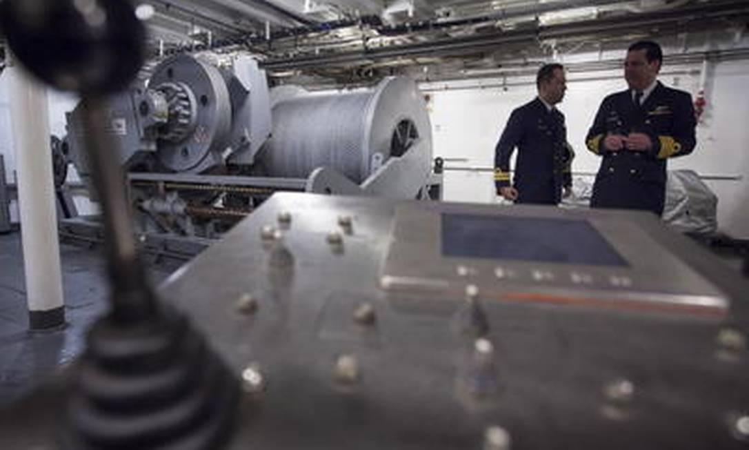 No navio polar de pesquisas, equipamento que busca amostras do solo marinho Foto: Daniela Dacorso / Agência O Globo