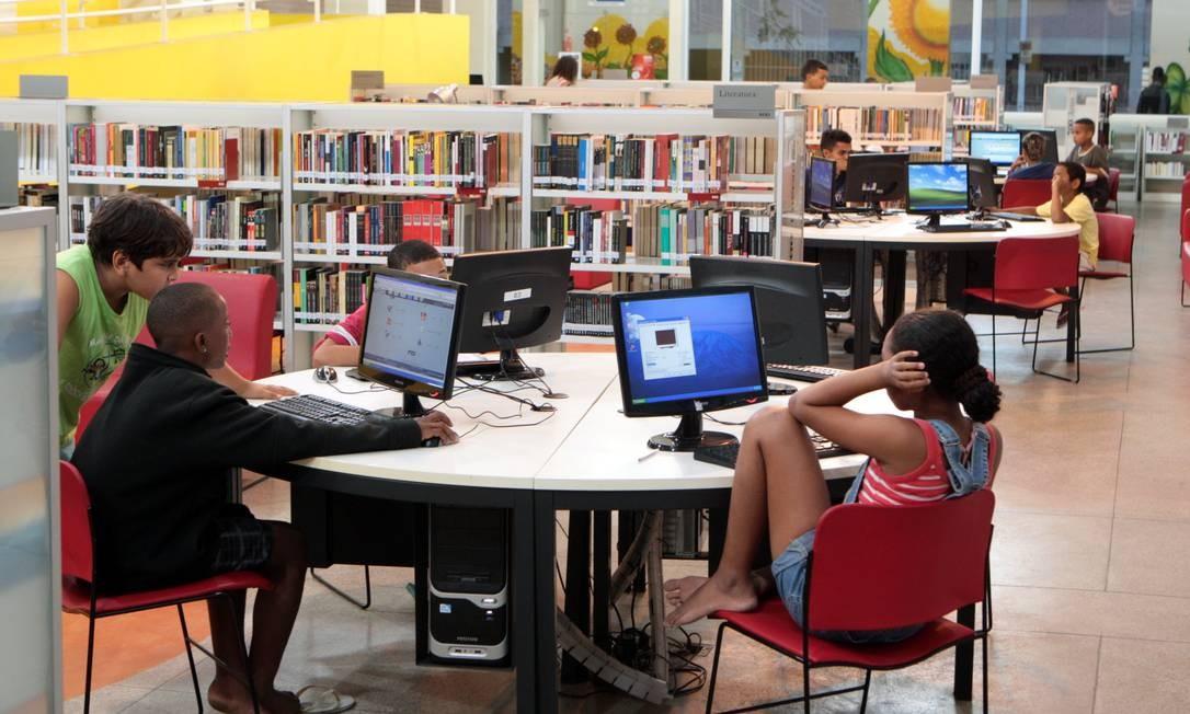 Biblioteca Parque de Manguinhos é um dos raros equipamentos públicos na favela Foto: Gustavo Stephan / Agência O Globo